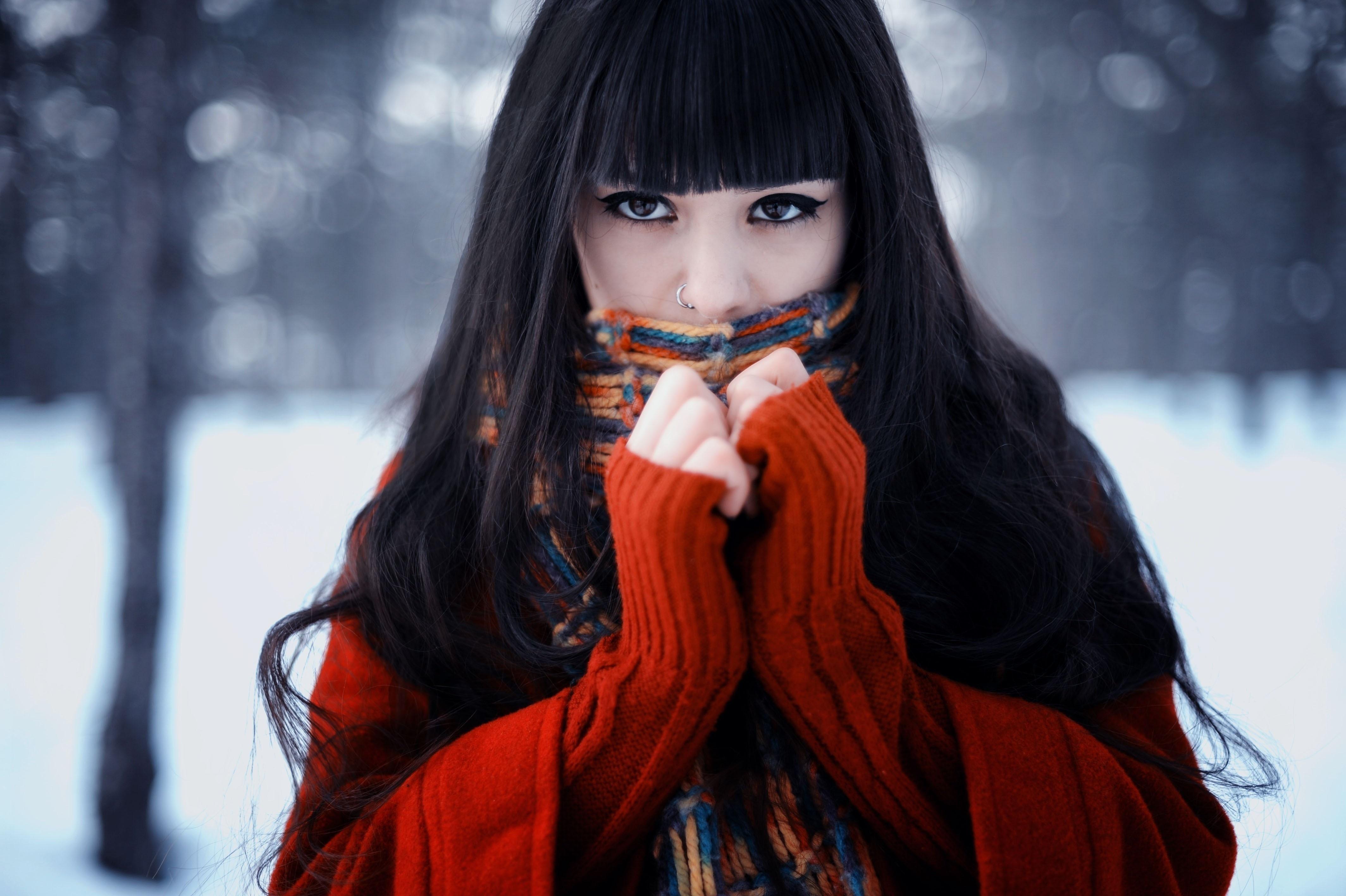 Фото красивых брюнеток зимой 3 фотография