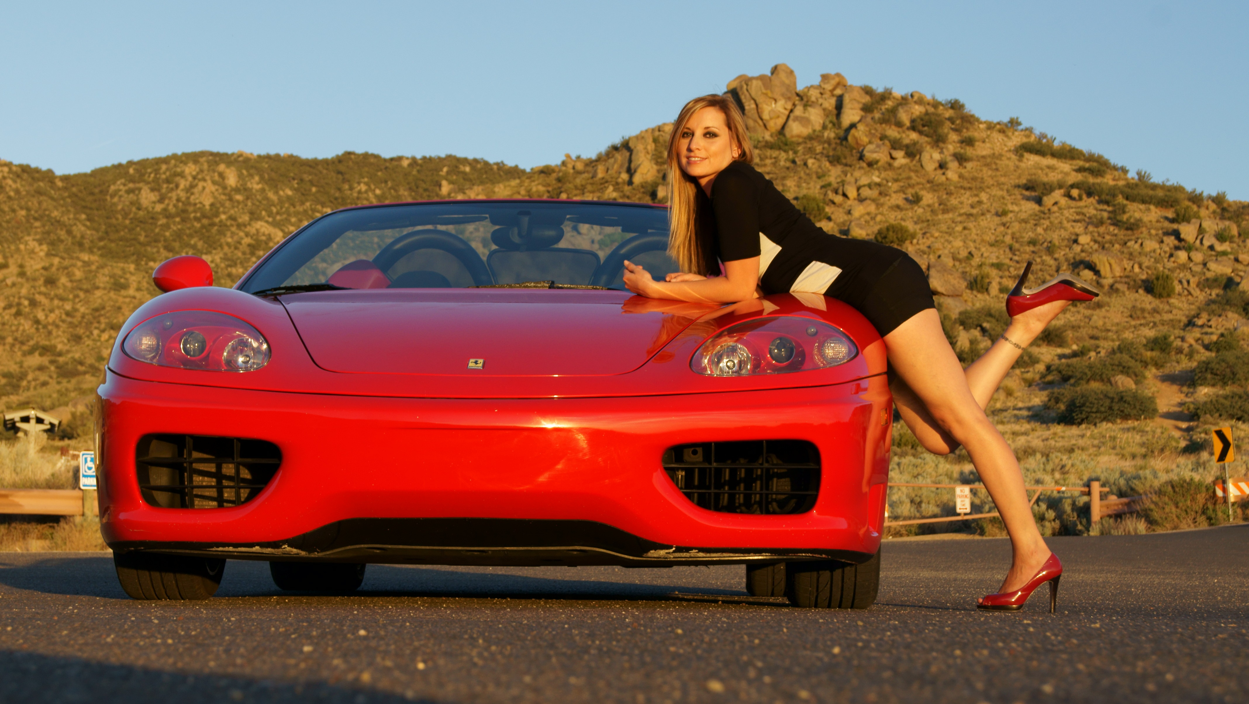 Фото девушек на ферари