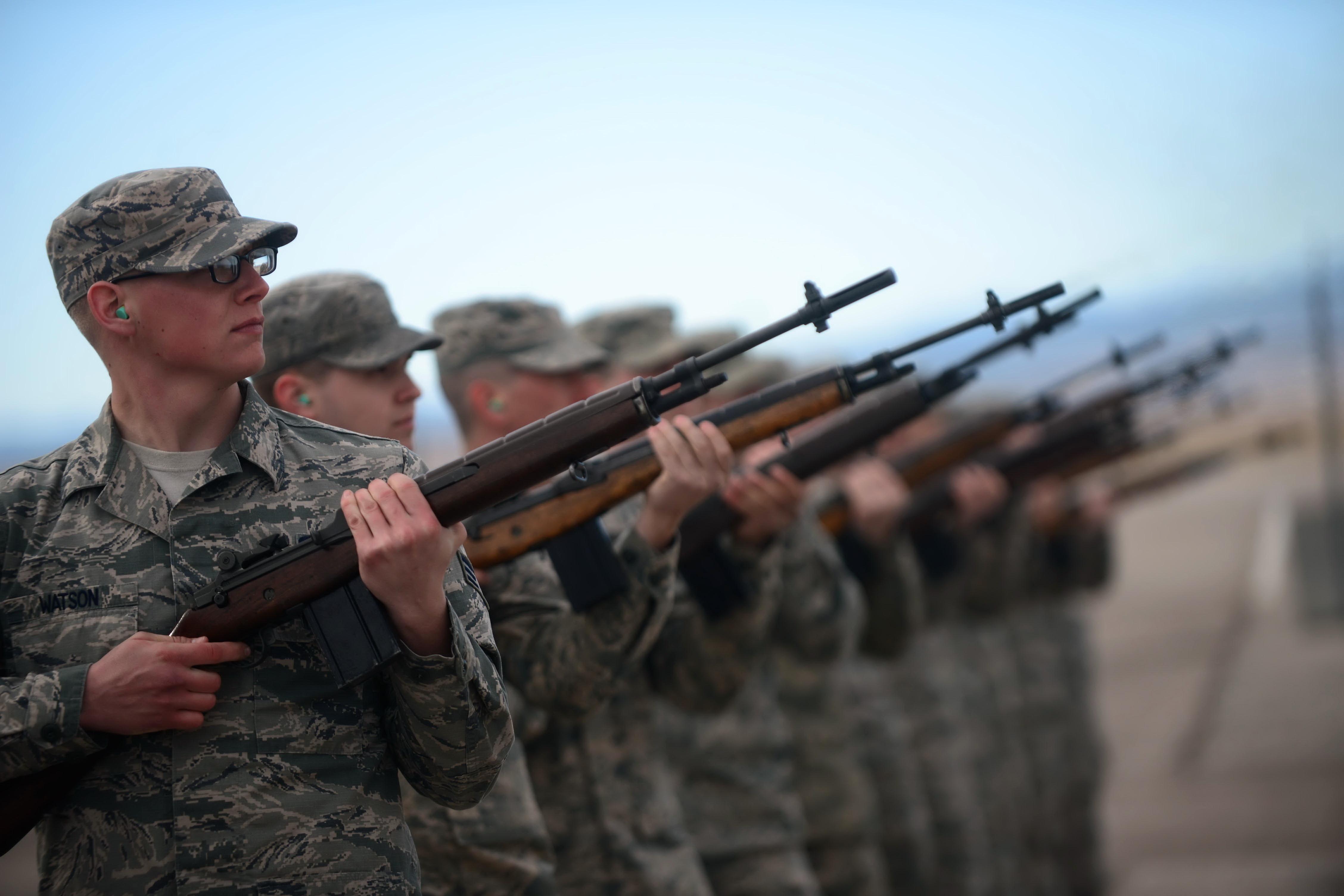 Военных оружие картинка
