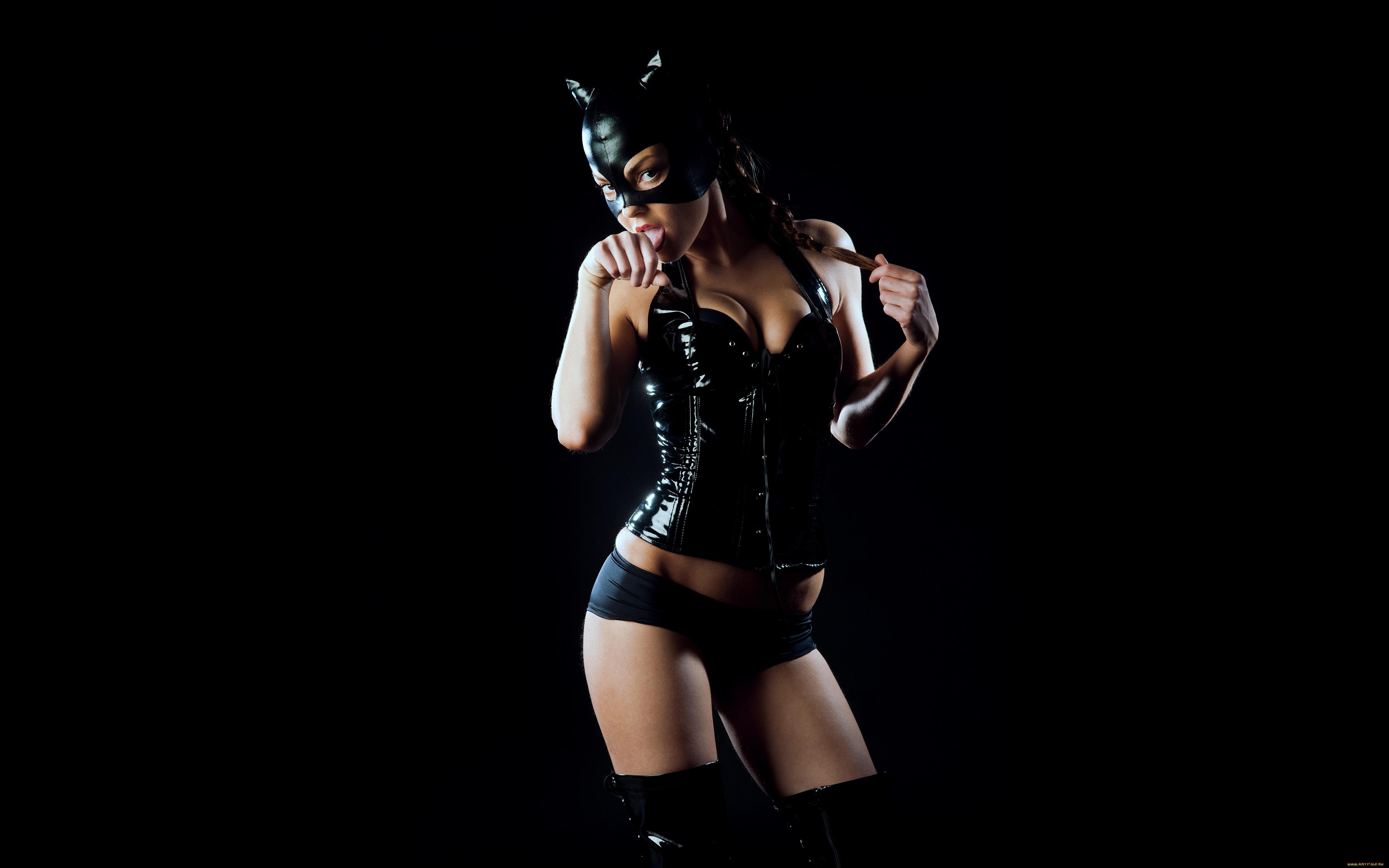 Фото в корсете и в маске #12