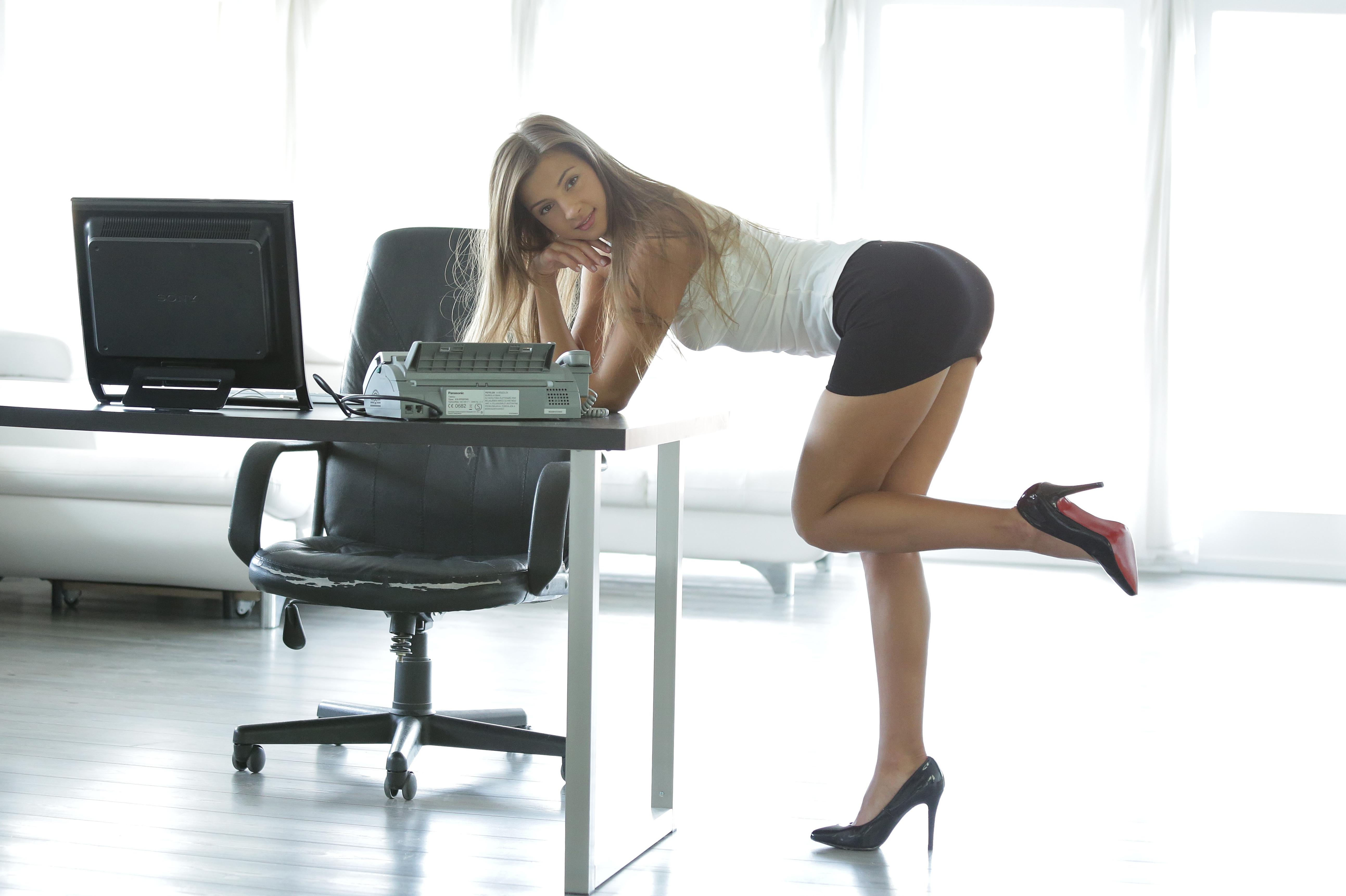 Office secretary Kenzi Marie gets her pussy fucked by her boss № 16756 бесплатно