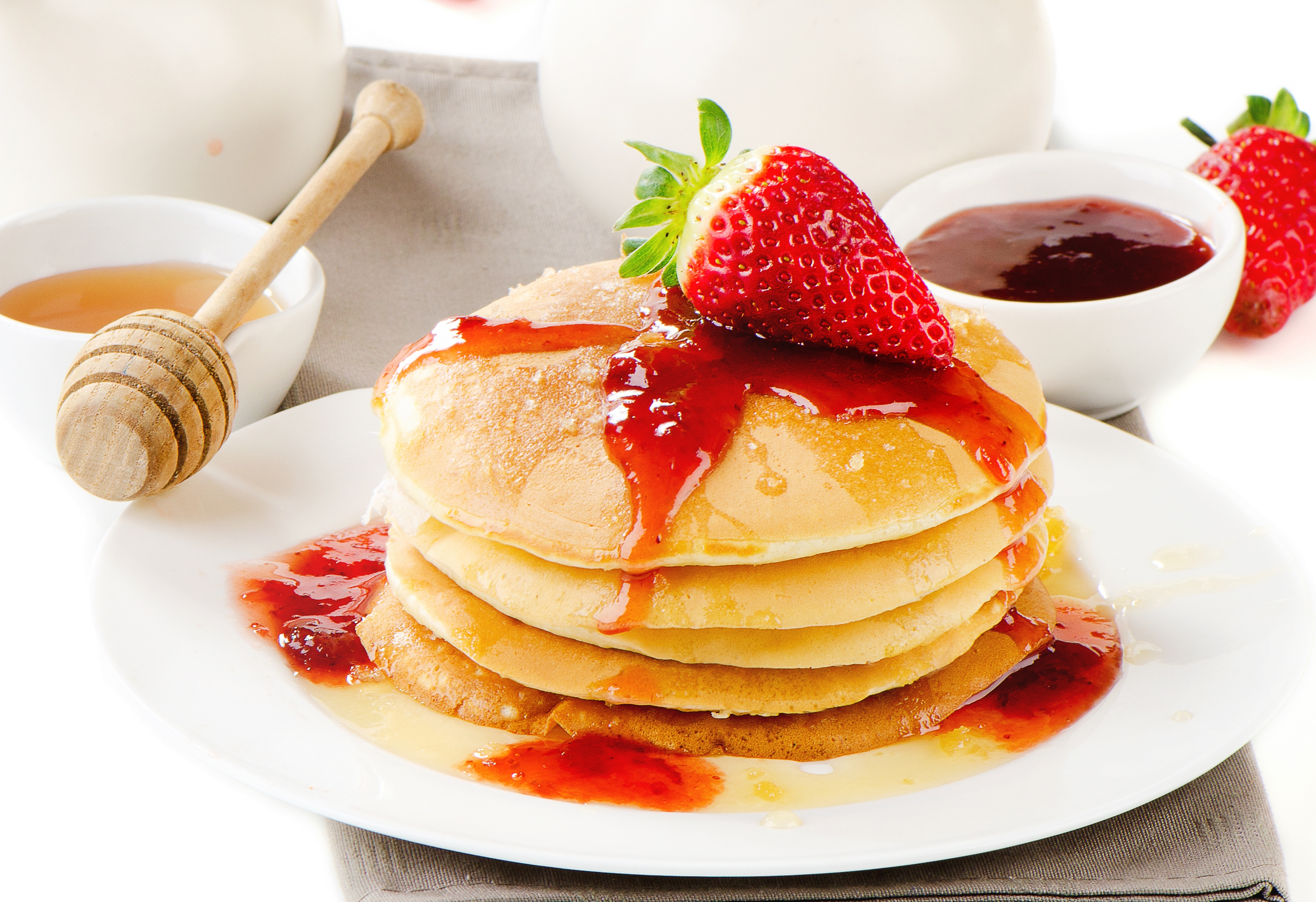pancakes with strawberries - HD2560×1754