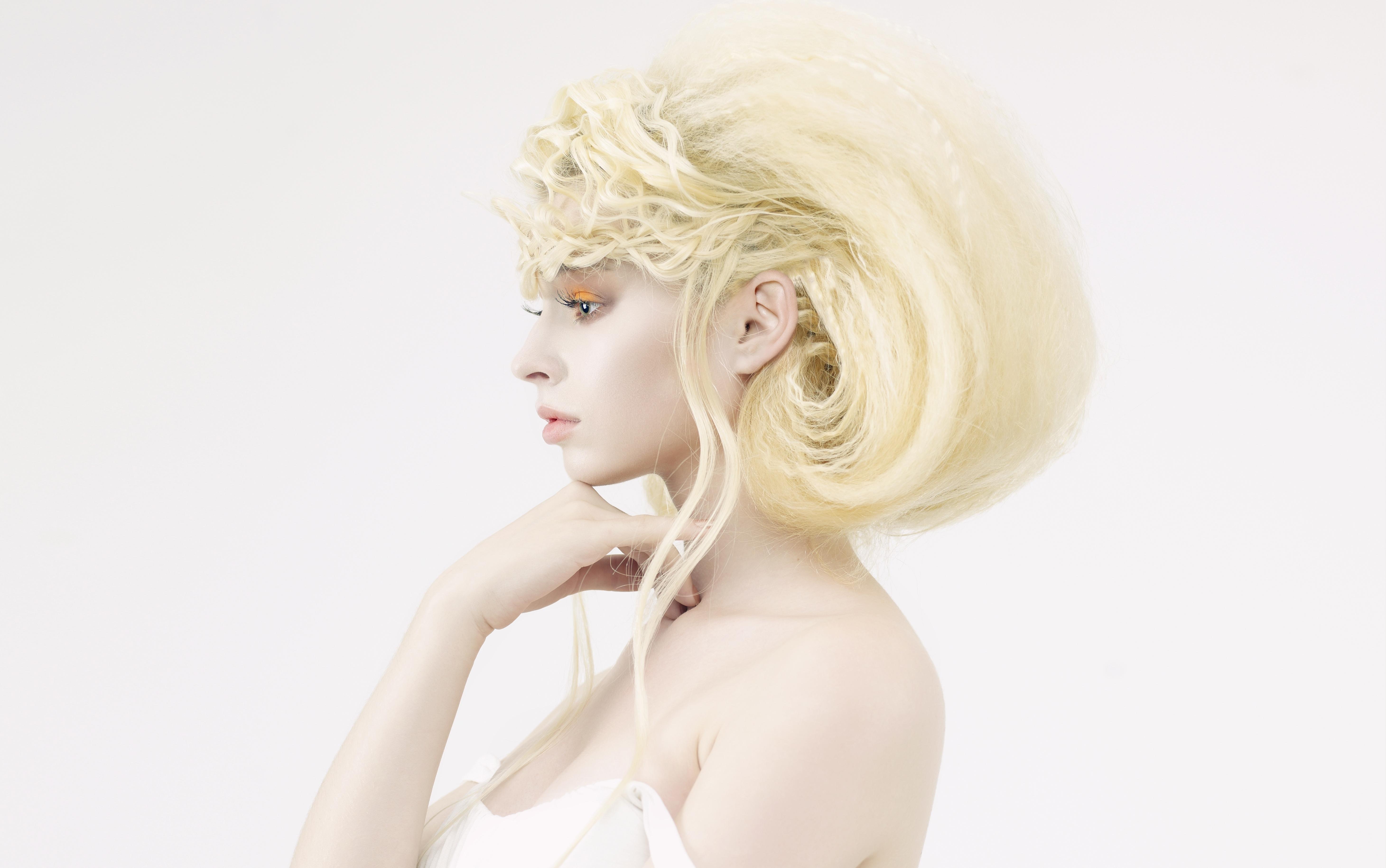 Красивые прически на белых волосах