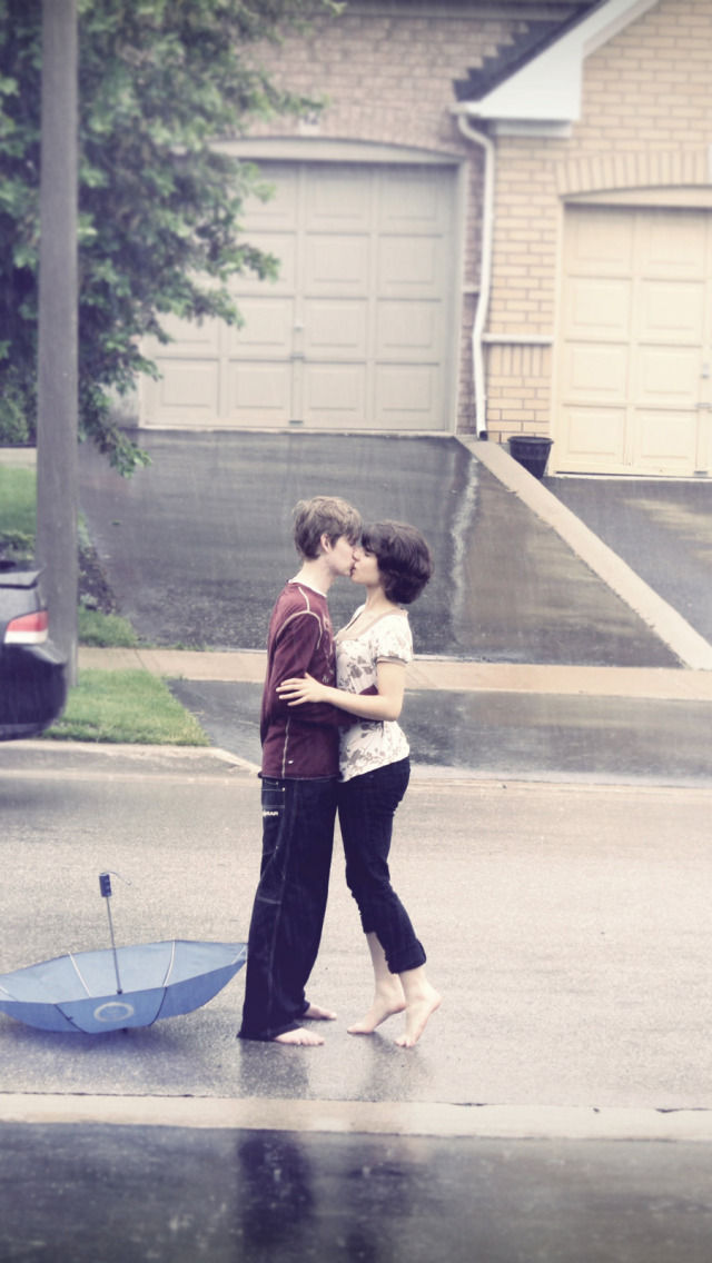 boy and girl kissing in the rain № 200429