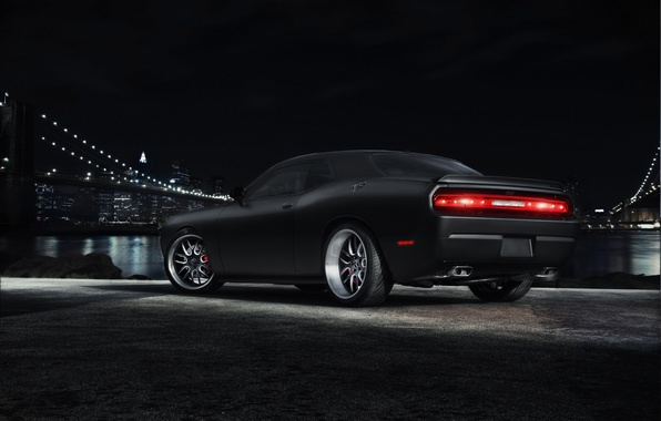 Картинка ночь, мост, город, чёрный, Dodge, Challenger, мускул кар, black, додж, мегаполис, muscle car, челленджер