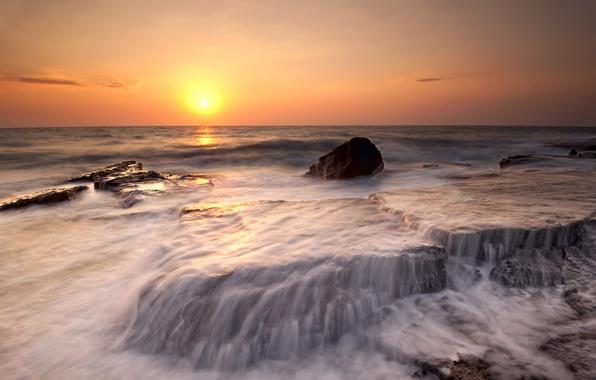 Картинка море, пляж, вода, солнце, закат, оранжевый, камни, берег, побережье, вечер, прибой, beach, потоки, sea, coast, …