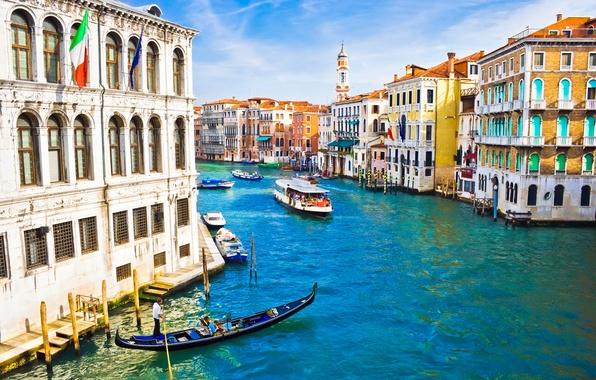 Картинка люди, дома, лодки, Италия, Венеция, канал, флаги, архитектура, Italy, гондола, Venice
