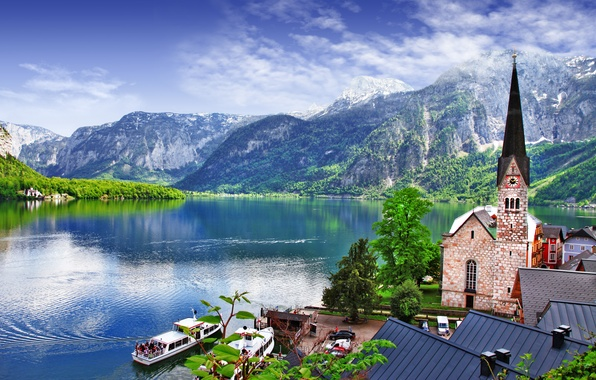 Картинка деревья, пейзаж, горы, природа, озеро, дома, лодки, Австрия, крыши, Альпы, церковь, Salzkammergut, Hallstatt, Österreich, Дахштайн, ...