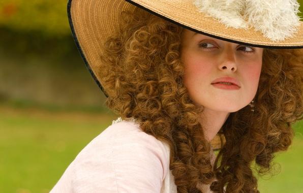 Картинка девушка, фильм, шляпа, перья, актриса, Keira Knightley, кудри, кира найтли, the duchess, герцогиня