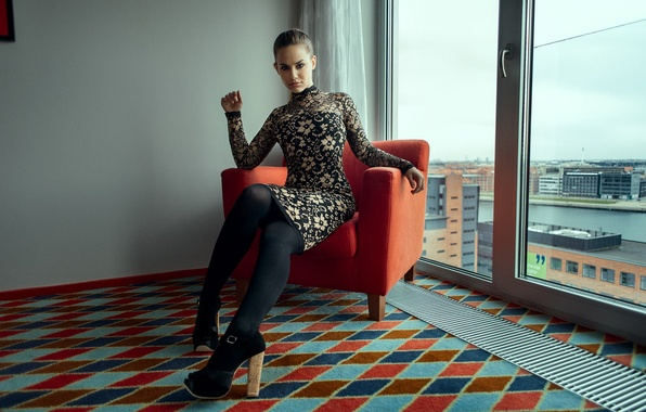 Девушка под столом в колготках фото фото 272-666