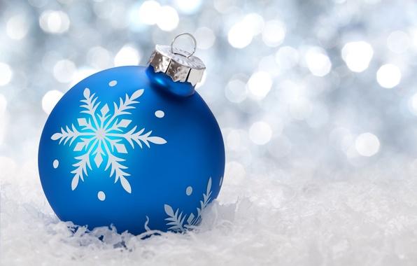 Картинка зима, снег, синий, фон, праздник, обои, игрушки, новый год, шар, wallpaper, new year, широкоформатные, winter, ...