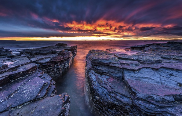 Картинка море, небо, облака, закат, камни, скалы, горизонт, зарево