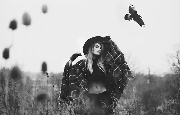 Картинка девушка, птица, шляпа, ворона.jpg