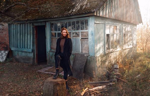 Картинка взгляд, девушка, дом, модель, портрет, ботинки, местность, light, пальто, Анна, young, autumn, заброшенная, inspiration, wind, ...
