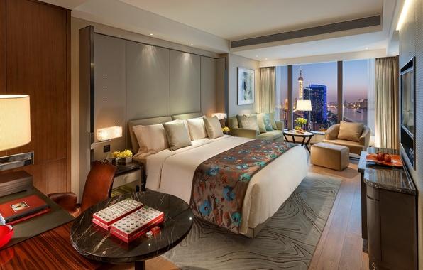 Картинка цветы, дизайн, город, стиль, стол, диван, вид, кровать, интерьер, кресло, подушки, Shanghai, спальня, столики, Pudong