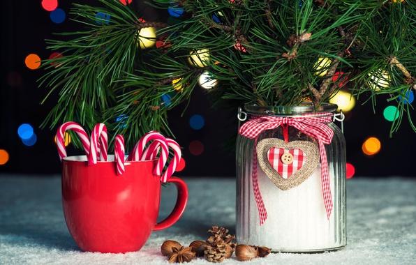 Картинка ветки, праздник, новый год, рождество, конфеты, кружка, чашка, банка, орехи, шишки, сосна, боке