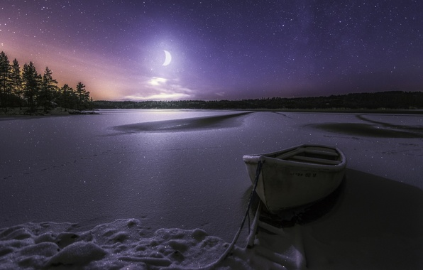 Картинка зима, снег, ночь, озеро, лодка, звёзды, месяц, мороз, Норвегия, Norway, звёздное небо, Рингерике, Lake Øyangen, …