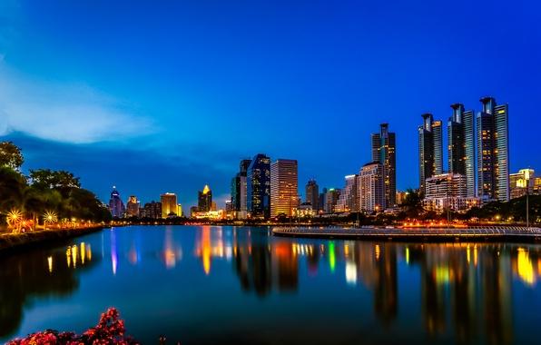 Картинка ночь, огни, озеро, отражение, зеркало, горизонт, Таиланд, Бангкок, голубое небо, Бенджакити парк
