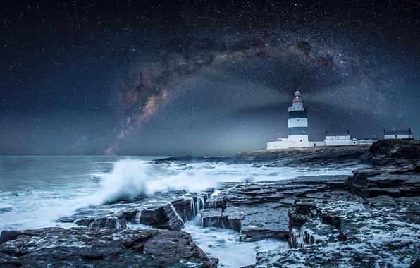Картинка небо, звезды, шторм, океан, берег, маяк, млечный путь, Ireland, Hook Lighthouse, Wexford