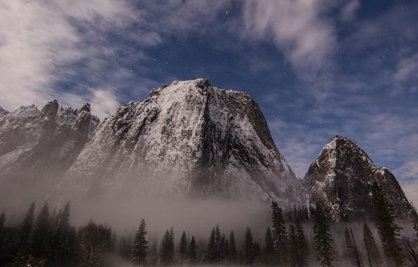 Картинка лес, небо, звезды, снег, горы, дымка, USA, национальный парк, Yosemite National Park