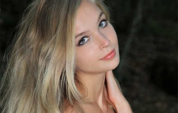 Картинка взгляд, девушка, лицо, улыбка, милая, модель, волосы, блондинка, красивая, Sienna