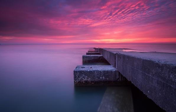 Картинка море, небо, облака, закат, причал, пирс, плита, зарево