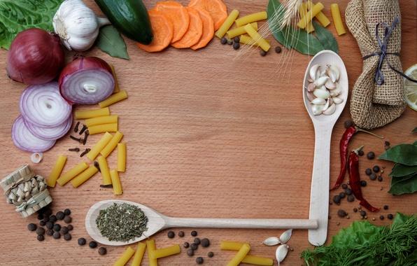 Картинка стол, лимон, лук, морковь, огурцы, специи, чеснок, приправы, макароны, чёрный перец, красный перец