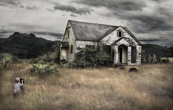 Картинка трава, дом, камера, мальчик, фотограф