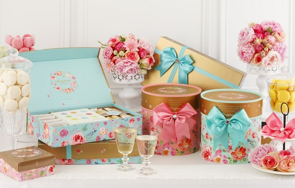 Картинка цветы, розы, букет, печенье, бокалы, коробки, декор, банты, макаруны, наборы