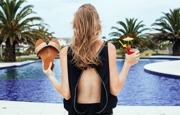 Картинка girl, pool, hotel, hair, palm trees, drink, back, vacation, sandals
