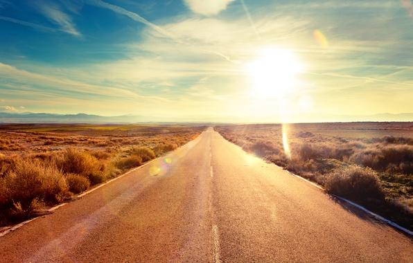 Картинка дорога, небо, трава, асфальт, солнце, пейзаж, отпуск, утро, горизонт, путешествие, поездка, ехать, на машине