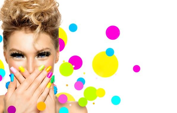 Картинка девушка, ресницы, стиль, фон, волосы, руки, макияж, блондинка, маникюр