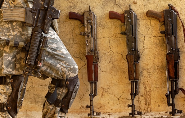 Фото обои оружие, калаши, военный, солдат