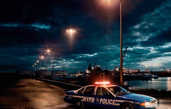 Картинка авто, полиция, НЛО, вечер, порт, фонари