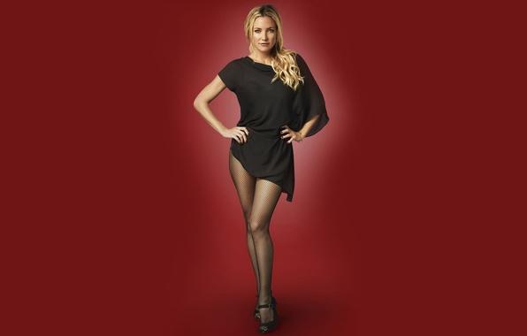 Картинка взгляд, девушка, поза, чулки, платье, актриса, блондинка, girl, sexy, dress, красный фон, stockings, blonde, Kate …
