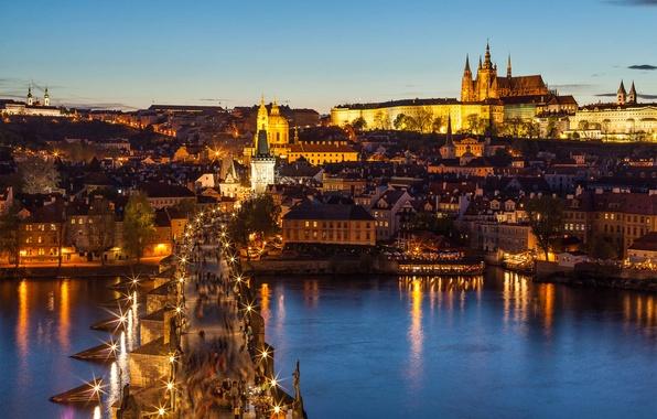 Картинка мост, город, огни, река, люди, вид, здания, дома, Прага, Чехия, освещение, фонари, панорама, архитектура, Prague, …