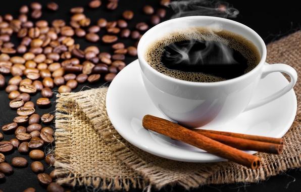 Картинка стол, кофе, чашка, напиток, корица, блюдце, зёрна, дымок