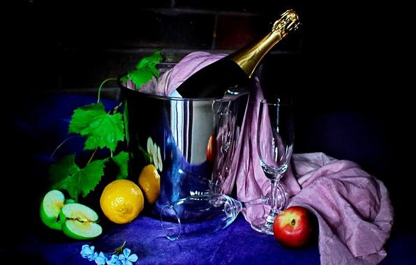 Картинка листья, цветы, лимон, яблоки, фрукты, шампанское, скатерть, тёмный фон, фужеры, ведёрко