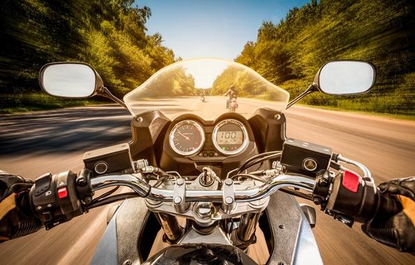 Картинка дорога, движение, разметка, байкеры, вид, скорость, размытость, день, лица, мотоцикл, команда, байк, moto, bike, солнечный, ...