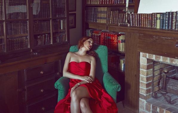 Картинка девушка, лицо, комната, красное, книги, макияж, платье, ножки, полки