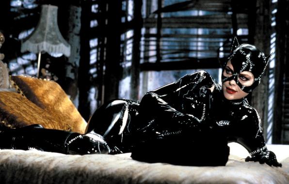 Картинка кино, фильм, страсть, лампа, актриса, cinema, постель, Hollywood, black, торшер, Batman, glamour, movie, blonde, catwoman, …