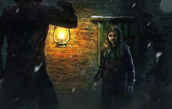 Картинка девушка, темно, лампа, вечер, мужчина, плащ, хлоя, морец, Grace Moretz