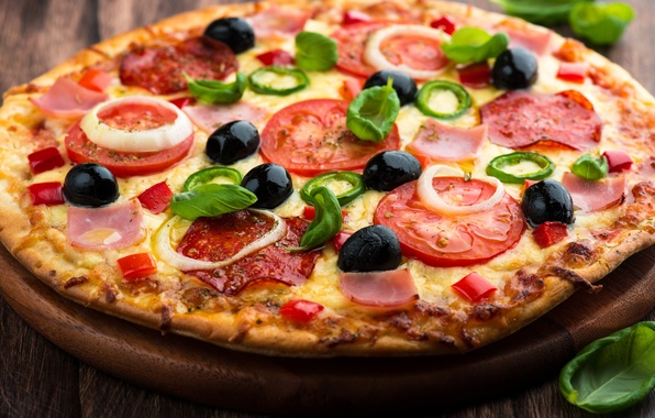 Картинка сыр, лук, пицца, помидоры, блюдо, маслины, тесто, ветчина, салями