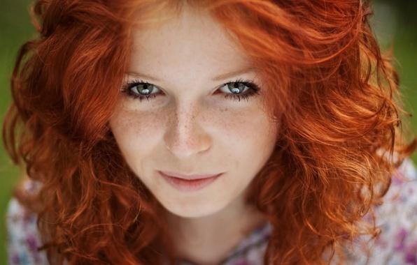 Картинка взгляд, девушка, улыбка, волосы, веснушки, рыжая