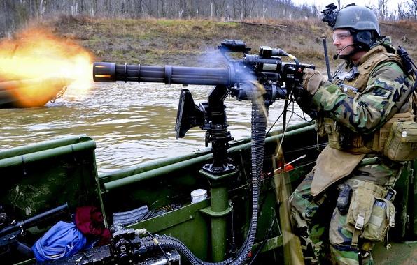 Картинка вода, огонь, лодка, солдат, лента, снаряжение, стрелок, Миниган