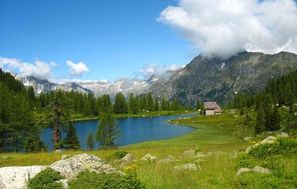 Картинка небо, облака, деревья, горы, озеро, дом, камни, долина, италия