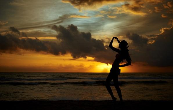 Картинка девушка, закат, романтика, побережье, силуэт, шляпка, photographer, Eugene Nadein