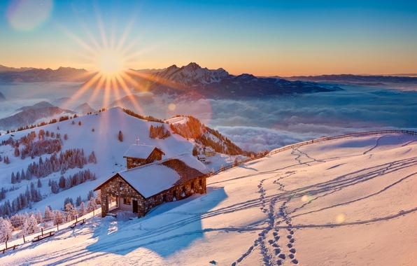Картинка зима, небо, солнце, снег, деревья, горы, туман, дома