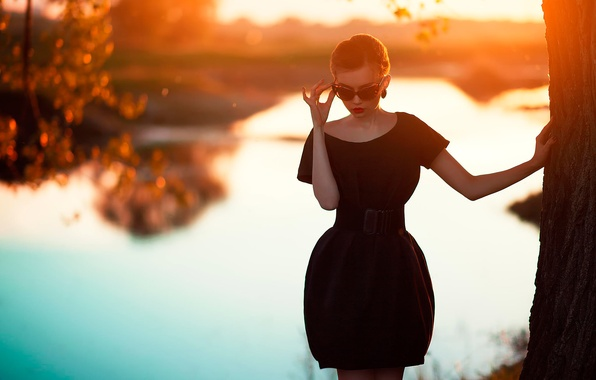 Картинка закат, фигура, платье, очки, Oksana Mansurova