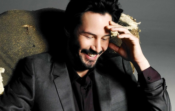 Картинка счастье, улыбка, актер, серый фон, Keanu Reeves, Кеану Ривз